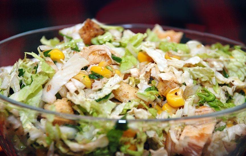 салат с курицей и пекинской капустой кукурузой и